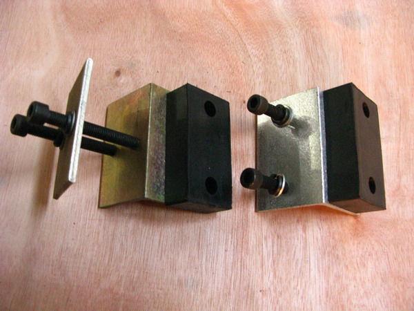 左为JKBK移动定位挡块,右为JKBK上挡块